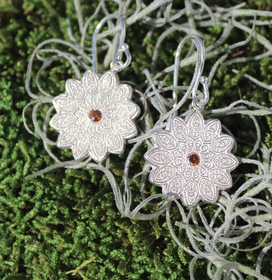 Ohrringe mit Ornament und Zirkonia